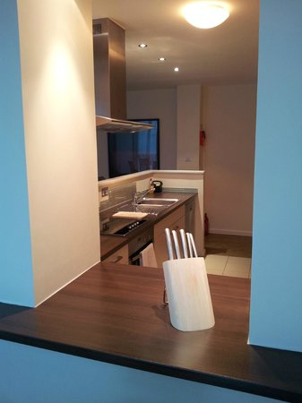 Princes Street Suites: Breakfast area & Kitchen