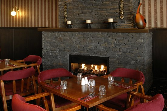 Horse and Jockey Inn: dine and wine in front of our fireplace