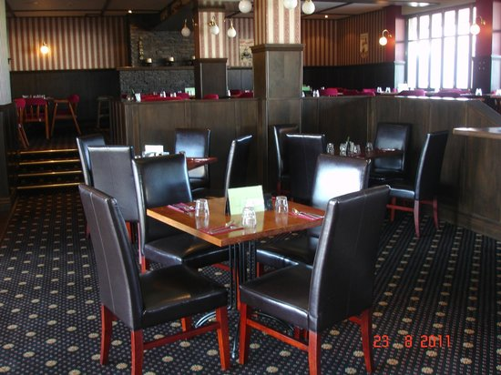 Horse and Jockey Inn: enjoy food with background music