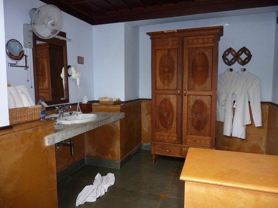 Kumarakom Lake Resort : autre vue de la salle de bain