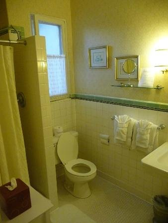Glorietta Bay Inn: Bathroom