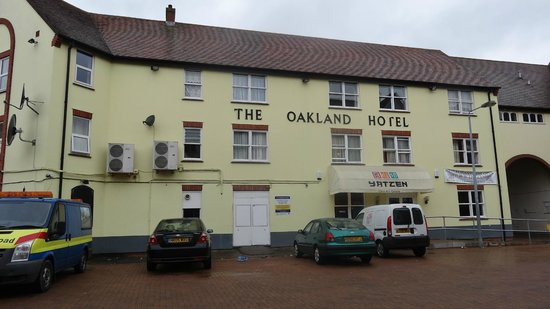 The Oakland Hotel Ltd: Side of hotel