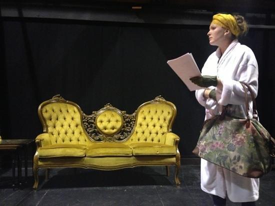 The Attic Theatre: Madam Arcati in rehearsals