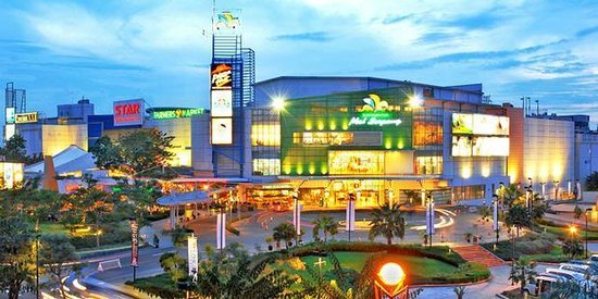 https://media-cdn.tripadvisor.com/media/photo-s/03/aa/43/2a/summarecon-mal-serpong.jpg