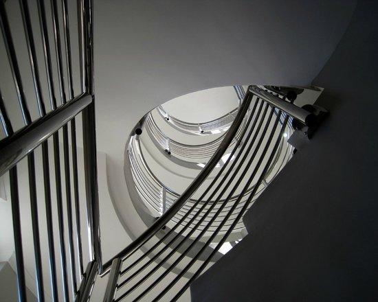 Crystal Lagoon Lodge: Spiral staircase