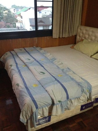 Anodard Hotel: Feel the springs of this 30 year old bed. and the chlidren's blanket?