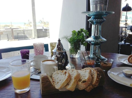 Areias do Seixo: breakfast with a view