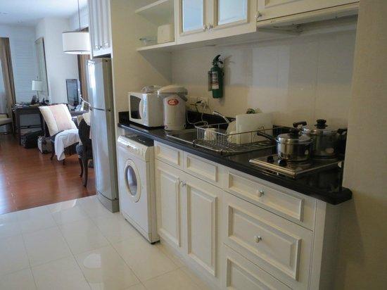 Centre Point Hotel Silom: 部屋にキッチン 洗濯機もついています