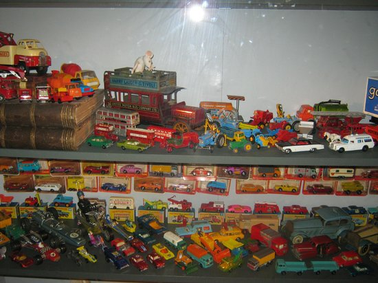 Hove Museum and Art Gallery: Collection of toys