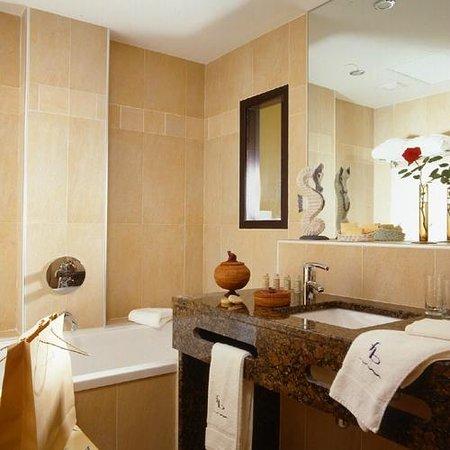 Hotel Le Jules Verne : Salle de bain