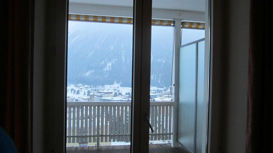 Jugendherberge Davos: view from room out past balcony