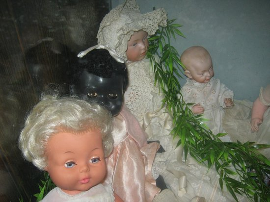 Hove Museum and Art Gallery: Doll collection