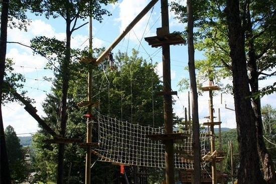 Jiminy Peak Mountain Resort: scramble across the rope wall!