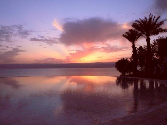 Kempinski Hotel Ishtar Dead Sea: Poolbereich