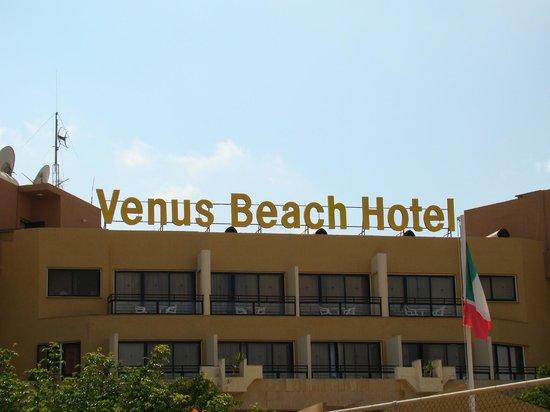 Venus Beach Hotel: Widok z ulicy