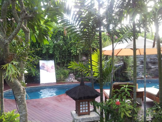 Karma Royal Jimbaran: Pool area