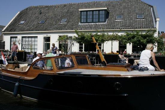 Restaurant 't Regthuys: Terras en aanmeren met de boot
