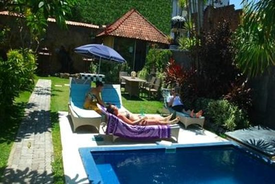 Cafe Locca Homestay: by swimming pool