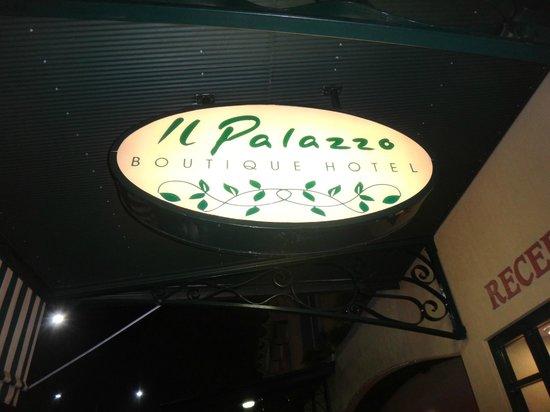 Il Palazzo Boutique Apartments Hotel: 看板