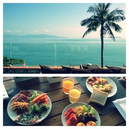 Hansar Samui Resort: завтрак с видом на море
