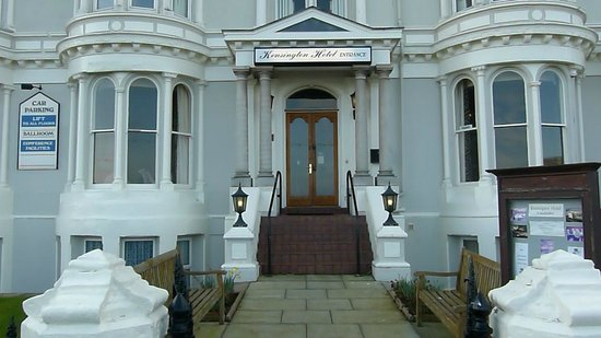 Kensington Hotel: Front Entrance