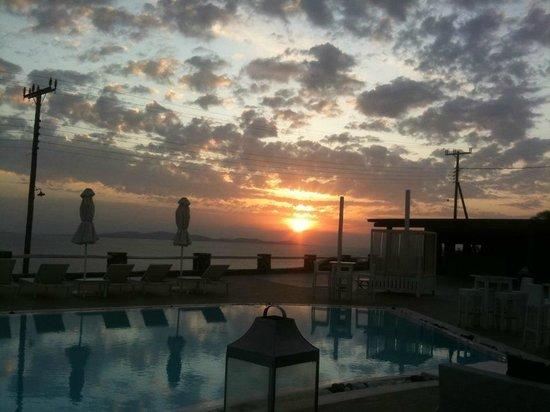 Rocabella Mykonos Art Hotel & SPA: ένα από τα ηλιοβασιλέματά μας...