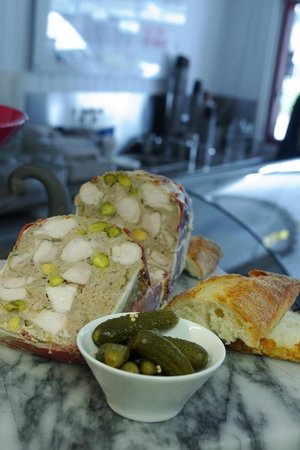 Free range chicken and pistachio terrine picture of cafe for Chicken and pork terrine with pistachio