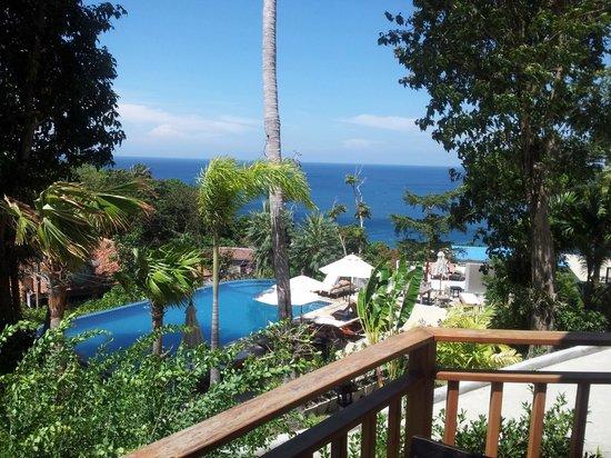 Secret Cliff Resort: piscina