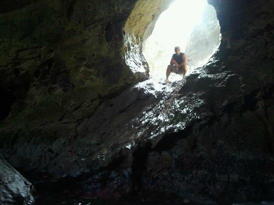 Arecibo, Puerto Rico: En una esquinita de la cueva