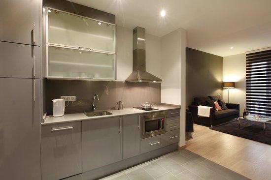 FisaRentals Gran Via Apartments: Cocina