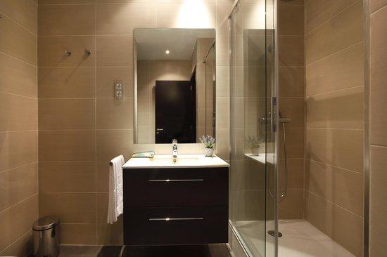 FisaRentals Gran Via Apartments: Baño