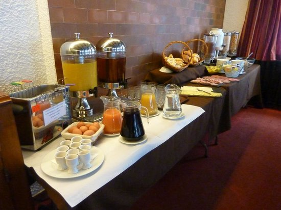 Hotel Les Cimes : Breakfast buffet, hot option to order