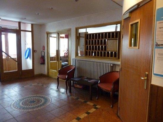 Hotel Les Cimes : Part of reception area