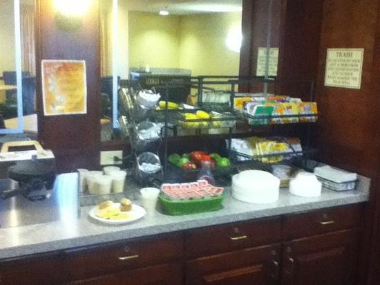 SpringHill Suites Providence West Warwick: buffet
