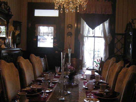 Plymouth House Inn: Nice dining area for your freshly prepared meal & meeting nice folks.