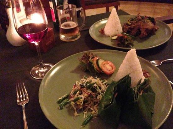 Kafe Bunute: Tum Ayam and Bebek Betutu