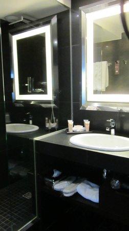 Pullman Montpellier Centre: Salle de bain de la chambre deluxe