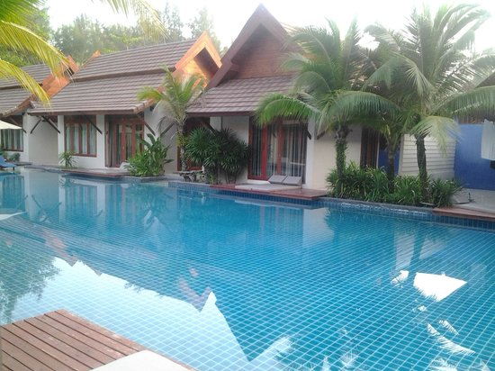 L'esprit de Naiyang Resort: ocean room villa and pool