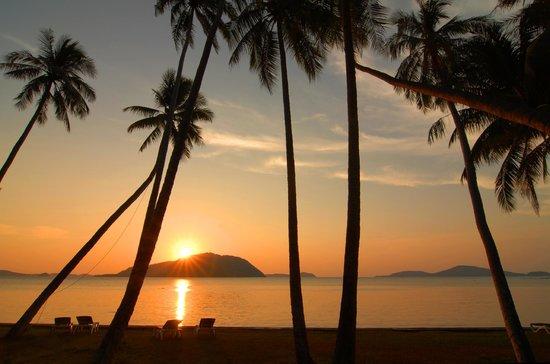 The Vijitt Resort Phuket: zonsondergang vanuit kamer