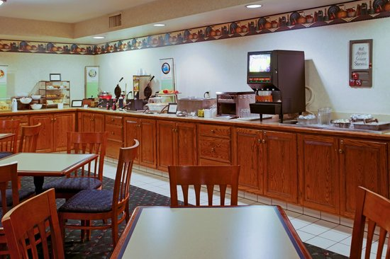"Country Inn & Suites By Carlson, Lancaster (Amish Country): Complimentary ""Be Our Guest Breakfast"""