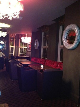 Dukes at Queens : THE STRANGE DECOR IN DINING ROOM / BAR