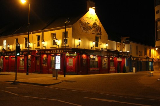 Market Yard: corner bar complex at night