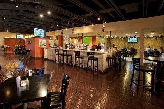 Best Western Plus Raton Hotel Full Service Bar At Mulligans Restaurant
