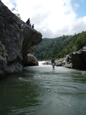 Las Cascadas Lodge: Jumps (if you want them) on rafting trip