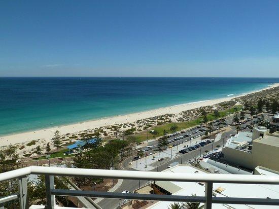 Rendezvous Hotel Perth Scarborough: Strandblick vom Balkon aus