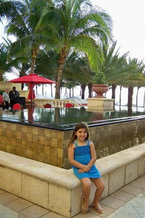 Acqualina Resort & Spa on the Beach: Hotel Grounds