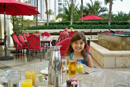 Acqualina Resort & Spa on the Beach: Breakfast Outdoors