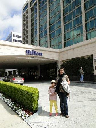 Hilton Pasadena: Hilton front porch