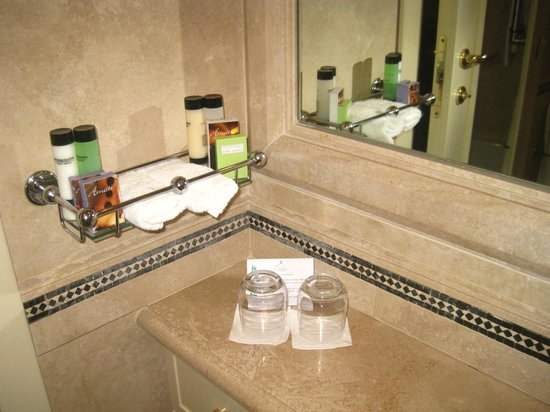 Fonteverde: bathroom