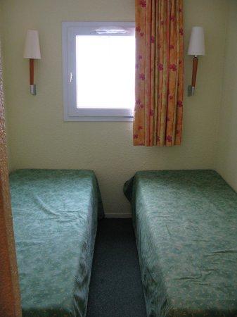 Apartamentos Pierre & Vacances Horizons Huez: Basic bedroom